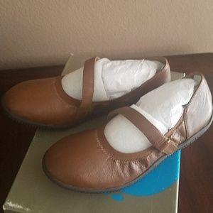 "Soft Walk ""Hollis Luggage"" Tan Shoes"
